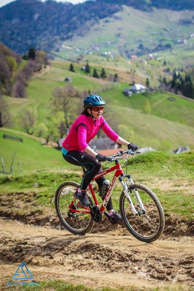 Mountain Bike pe traseele pitorești ale Carpaților